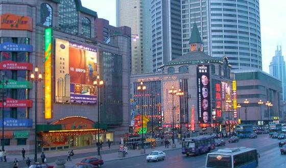 青岛百盛广场街景