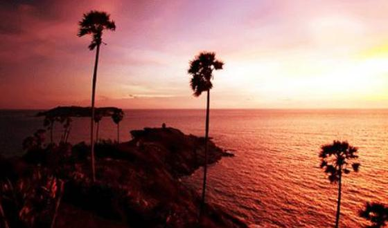 在黄昏时可在神仙半岛欣赏到普吉岛最迷人的夕阳;民众亦可从神仙半岛