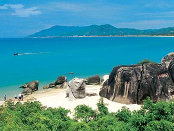 景点 天涯海角旅游区 这里海水澄碧, 烟波浩瀚,帆影点点,椰林