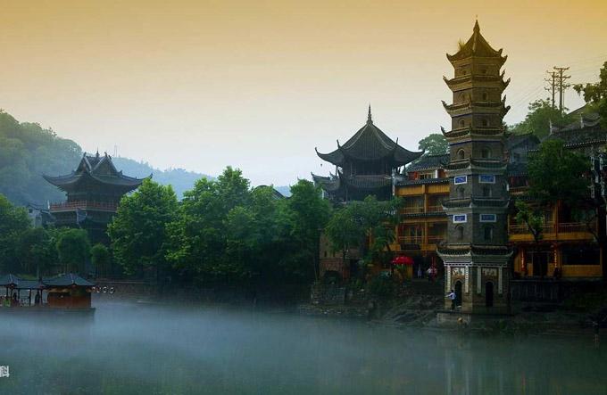 凤凰古城是一座历史名城,4a风景区,凤凰的风景将自然的,人文的特质有