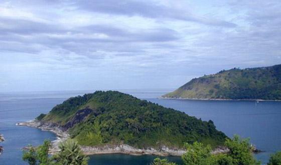 民众来到泰国普吉岛,从拉歪海滩右转步行约2公里即可到达神仙半岛